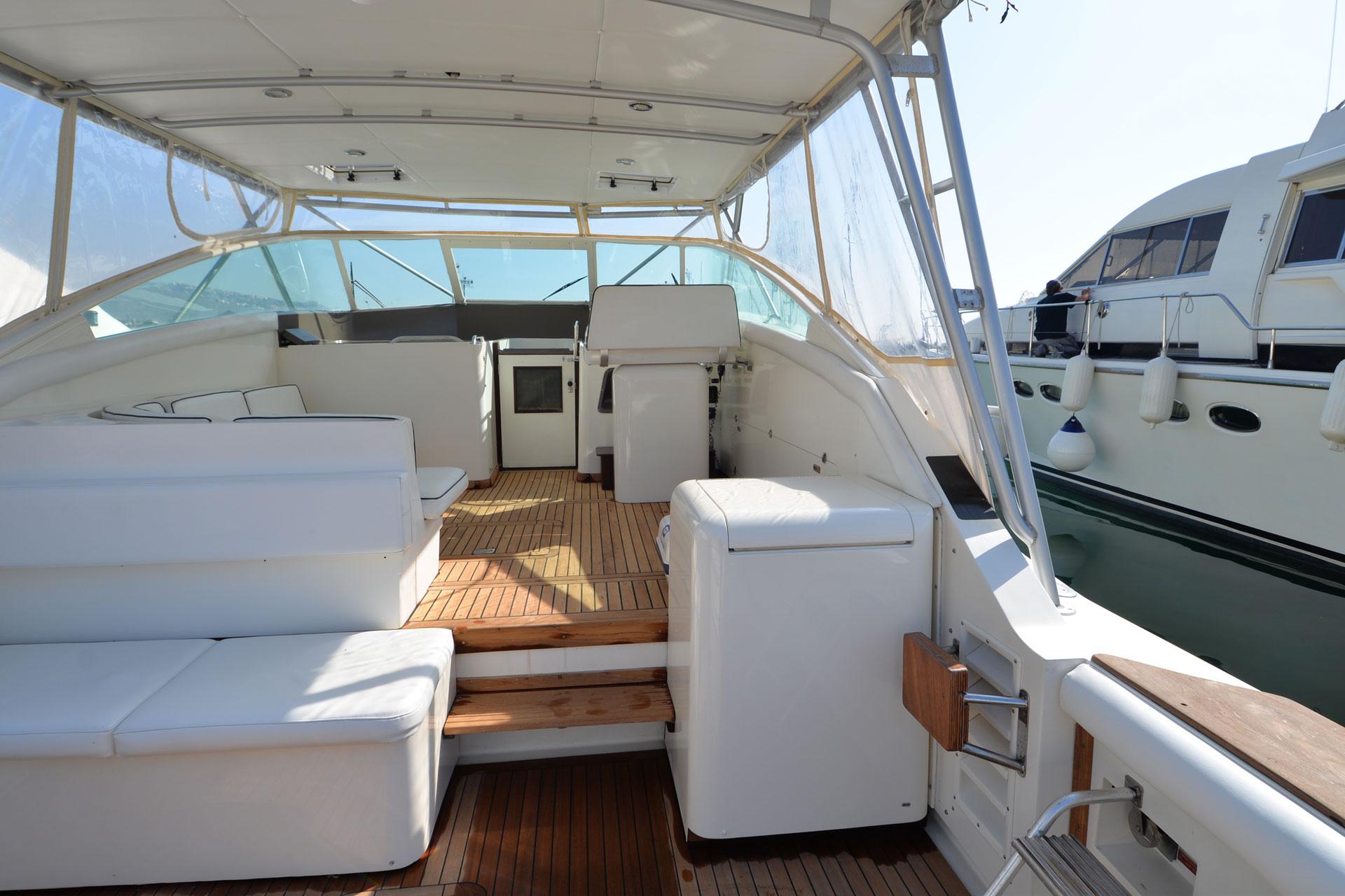 Santo-Maritime-Yachting-Bertram-Inside-Image1