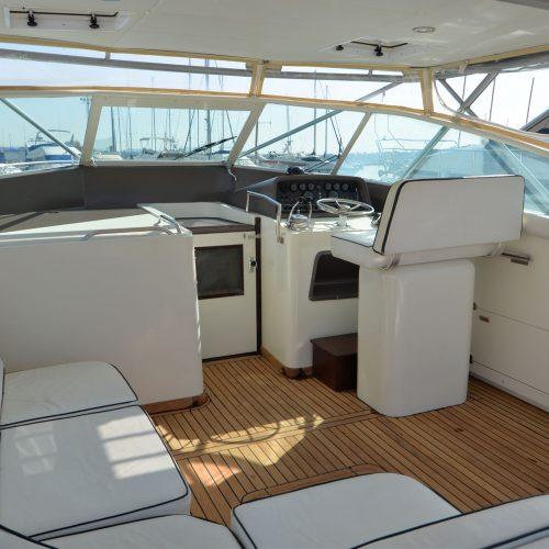Santo-Maritime-Yachting-Bertram-Inside-Image2