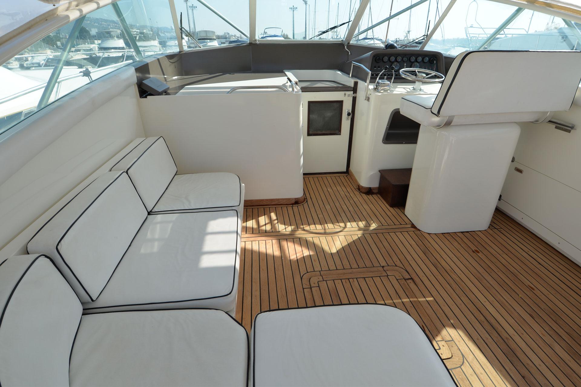 Santo-Maritime-Yachting-Bertram-Inside-Image5