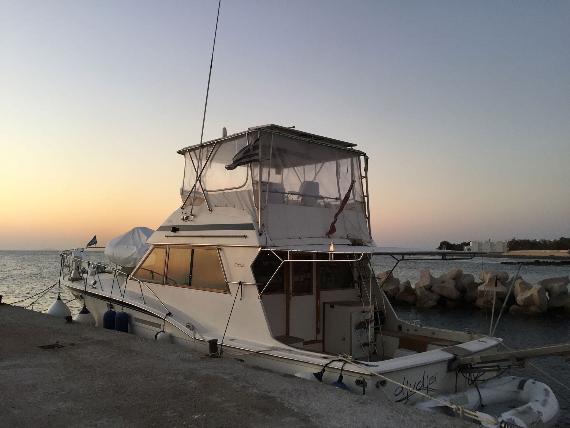 Santo-Maritime-Yachting-Hatteras-Exterior-Image8