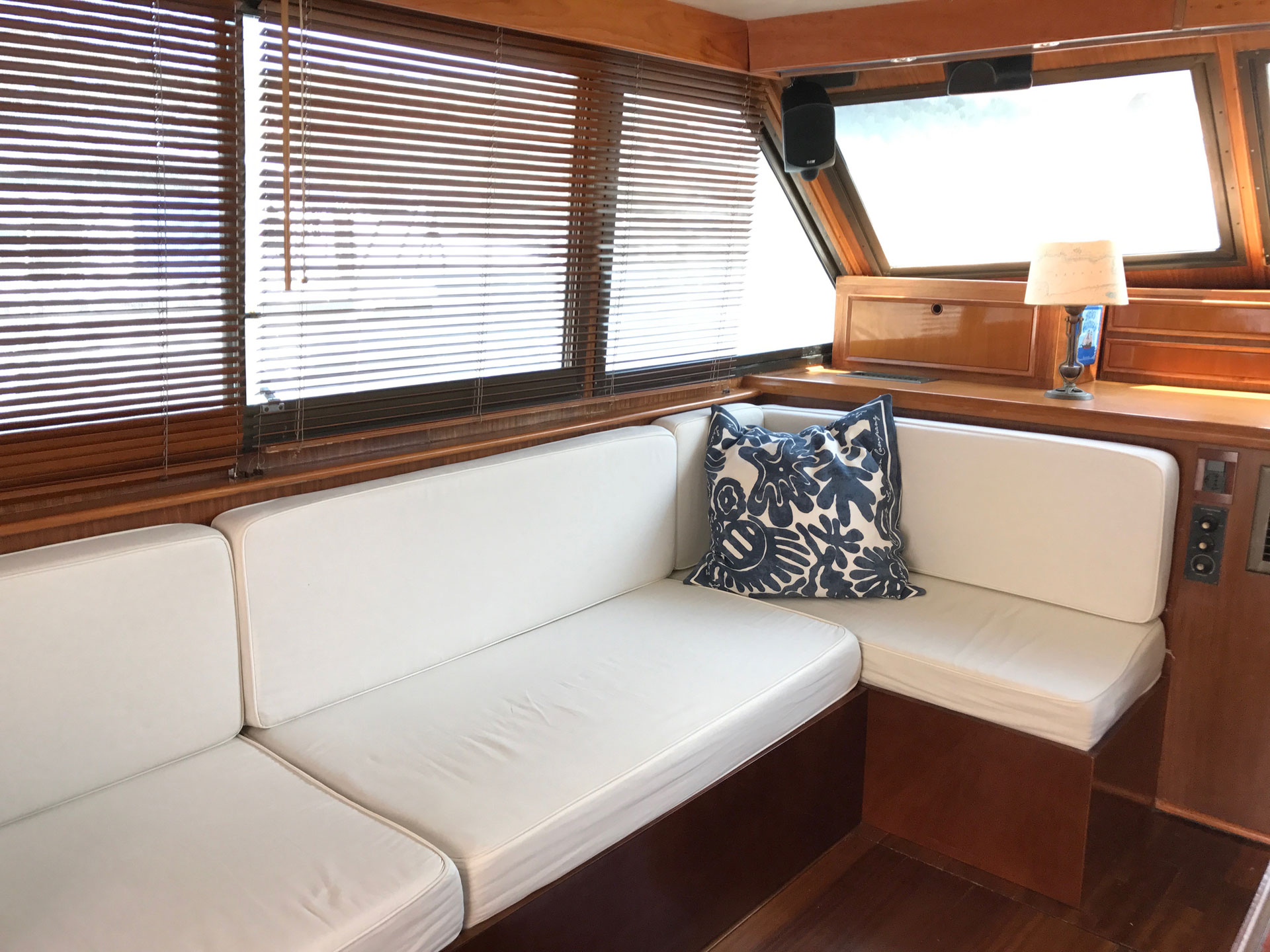 Santo-Maritime-Yachting-Hatteras-Inside-Image7