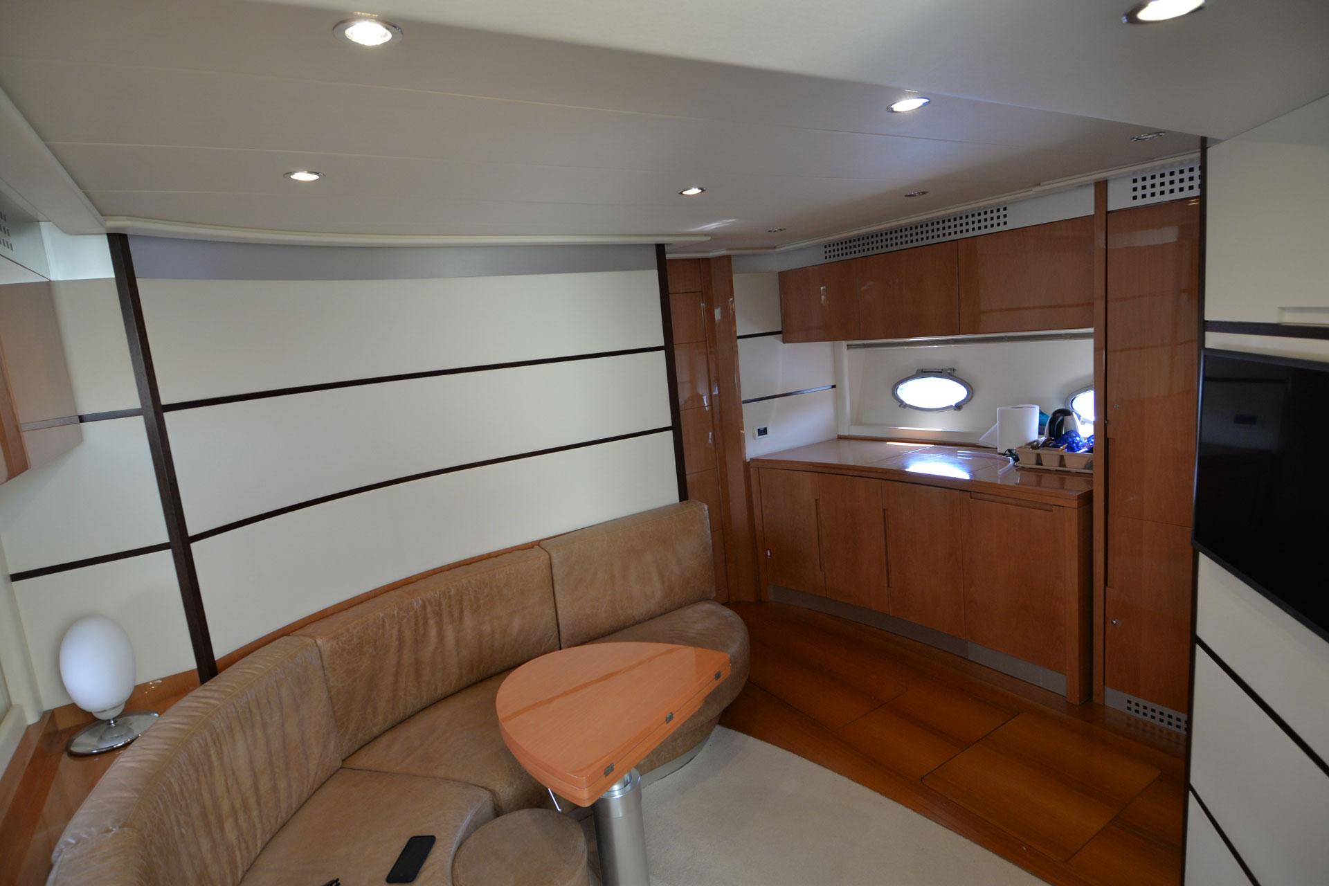 Santo-Maritime-Yachting-Pershing-Inside-Image15
