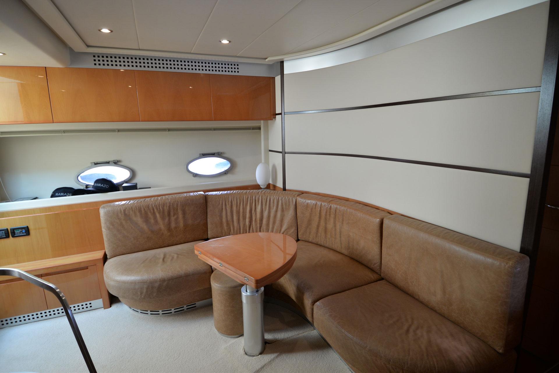Santo-Maritime-Yachting-Pershing-Inside-Image17